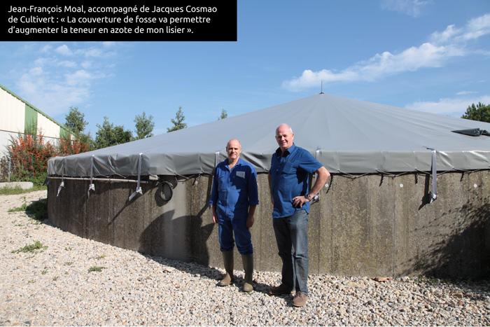 Jean-François Moal, accompagné de Jacques Cosmao de Cultivert : « La couverture de fosse va permettre d'augmenter la teneur azotée de mon lisier