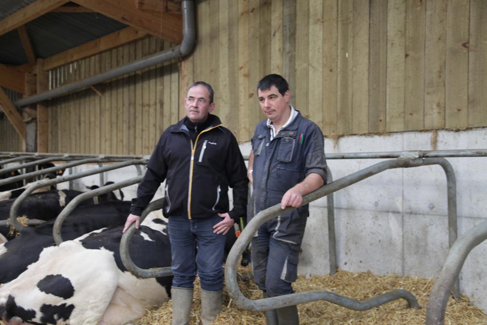 Pierre Leroy, technicien Cultivert et Jean Yves Péton, producteur de lait à Plabennec