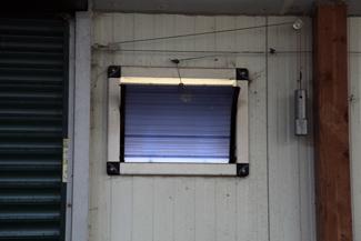 Le système de treuil permet l'ouverture des volets en fonction des consignes enregistrées.