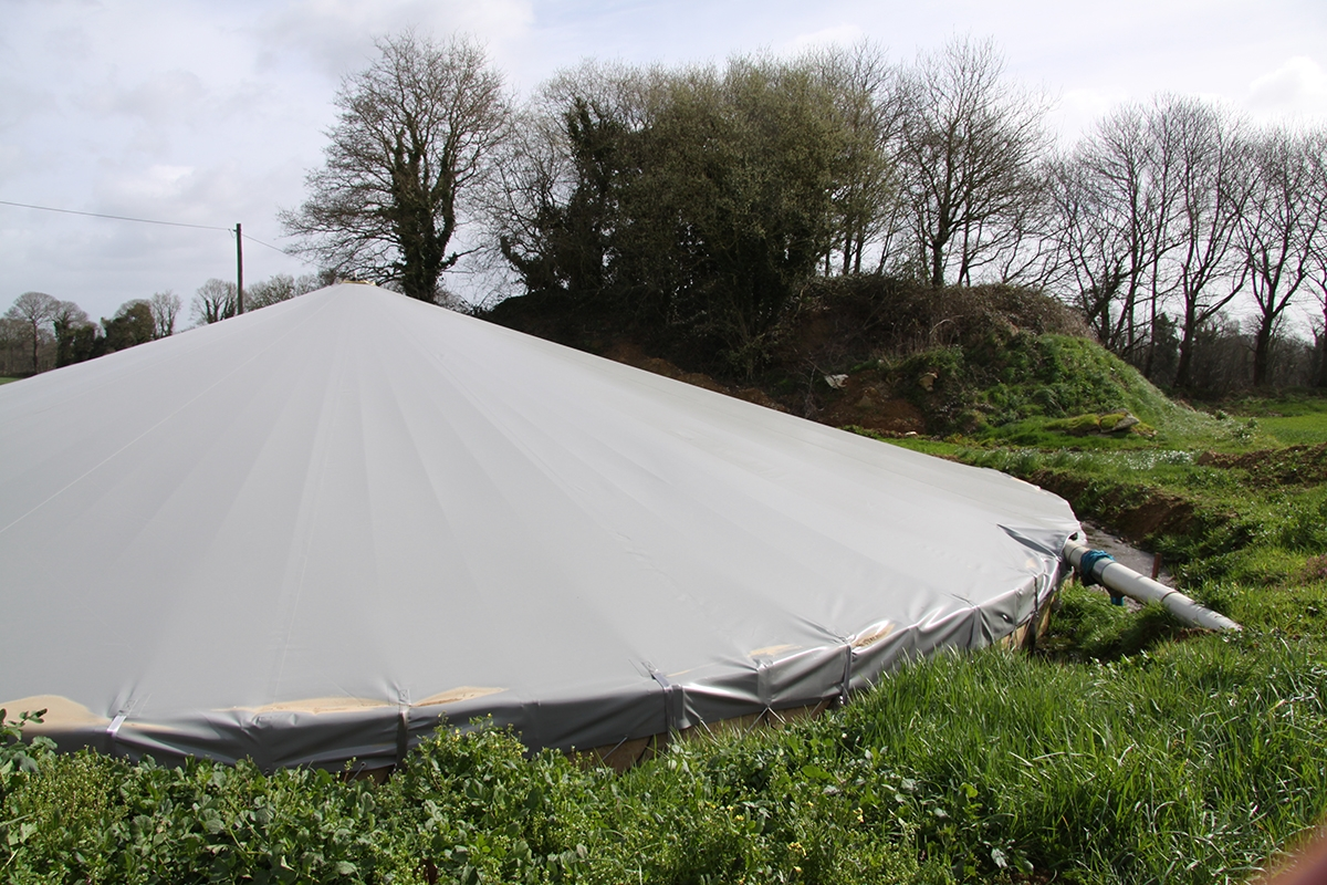 les couvertures de fosse sont de plus en plus demandées par les éleveurs. Résistance, praticité… Les retours d'expérience des éleveurs sont très bons