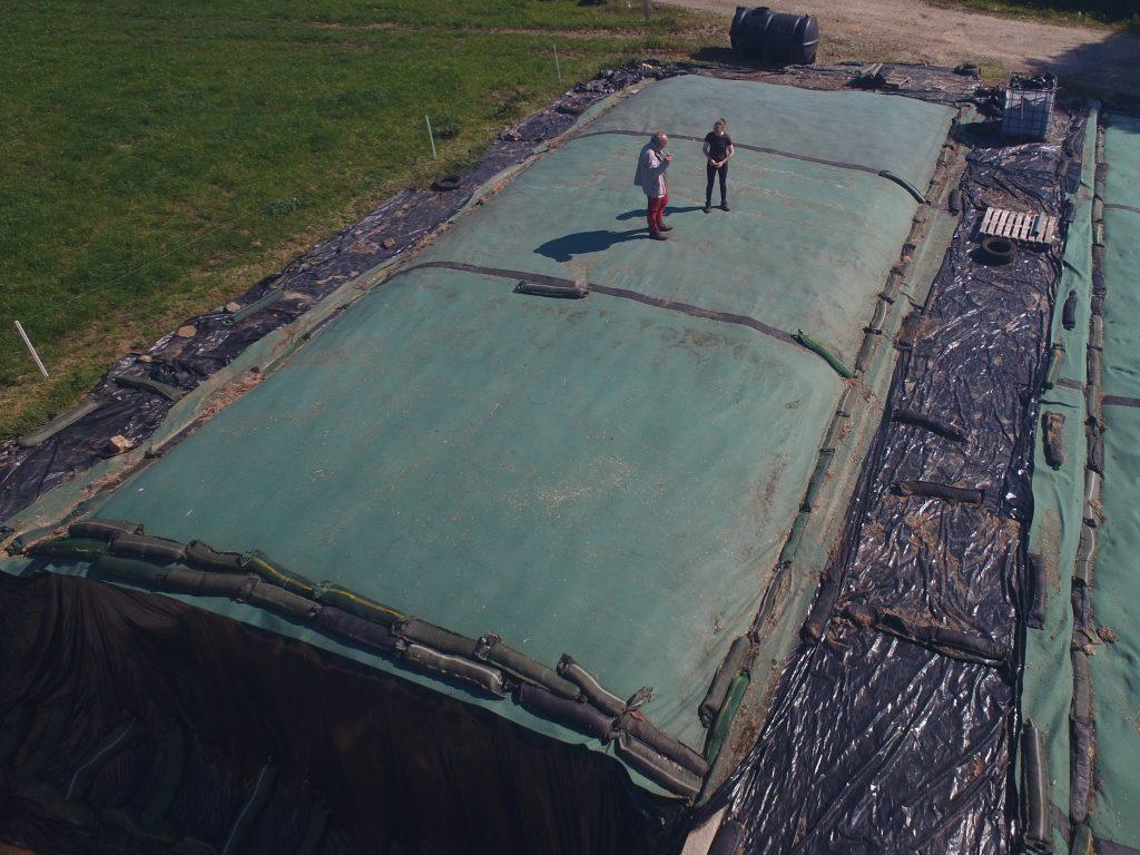 La conservation de l'ensilage est un élément clé dans les performances des élevage.Le Lest'o 500 est à la fois pratique et parfaitement isolant.